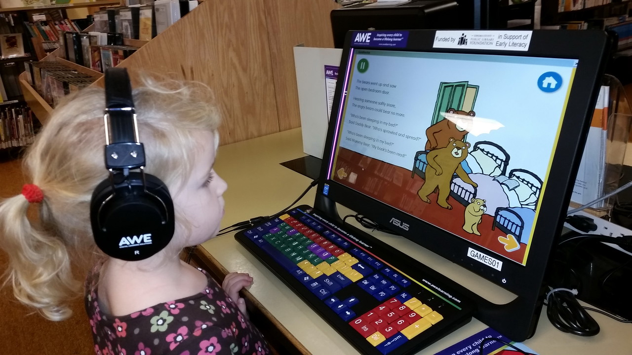 """Kenna had fun  with an interactive """"Goldilocks and the Three Bears"""" story on the computer."""